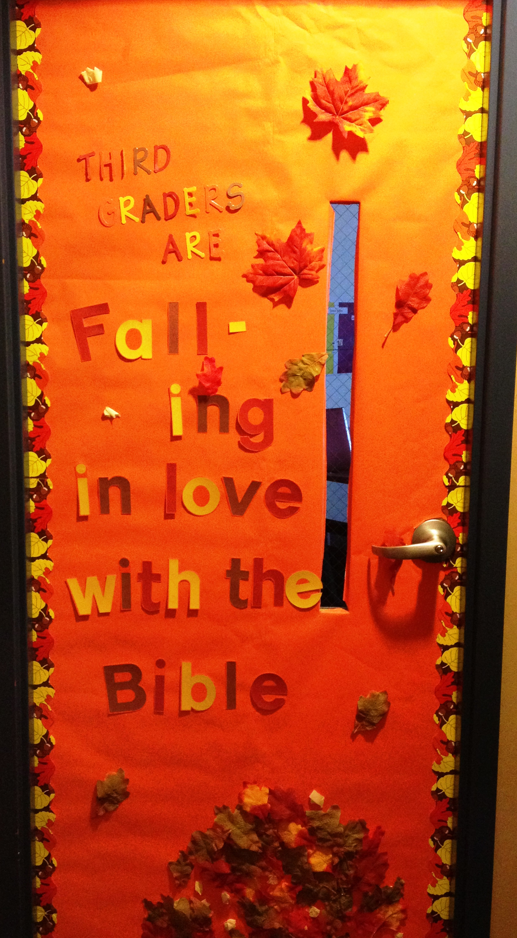 Decorating classroom doors for Autumn classroom door decoration ideas